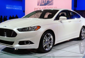 Ford_Fusion_at_NAIAS_2012_004